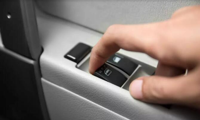 霍尔传感器在电动车窗系统中具有计数功能