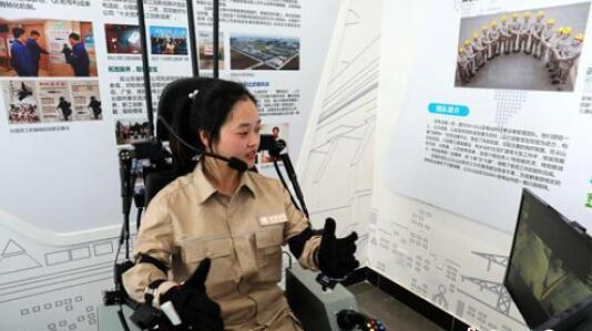 """国内首款基于VR真实场景感知+人机一体的""""机甲战士""""成都""""上岗"""".jpg"""