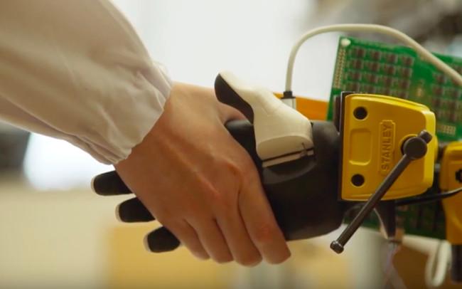 智能电子皮肤可以给机器人带来非凡的触感