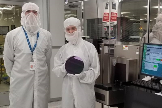 MIT_researchers_silicon_wafer.jpg