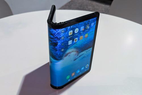 谁在折叠屏幕供应市场上领先?