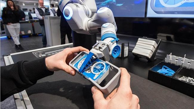 协作机器人如何使用传感器数据实现人工智能