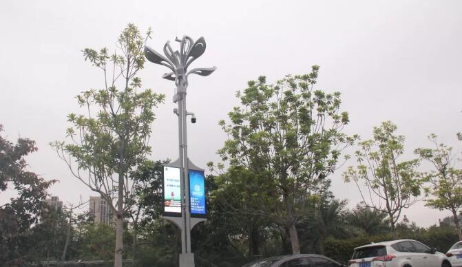 深圳在南山、福田多区域多路段都有智慧路灯杆的试点项目