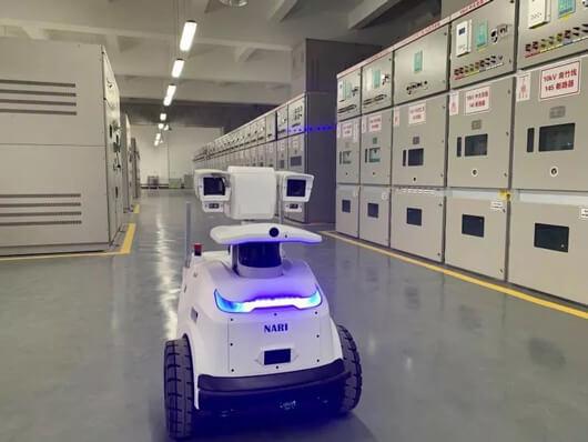 南京溧水区110千伏南门变电站内的巡检机器人