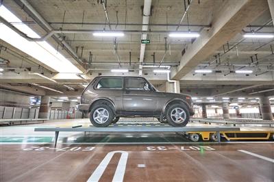 国内机场首次启用带激光传感器的停车机器人