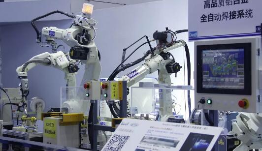 新型机器人手臂搭载生物传感器可检测特定化学品