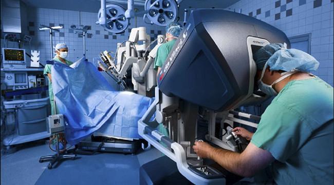 手术机器人形成三维立体影像 未来可实现远程操控