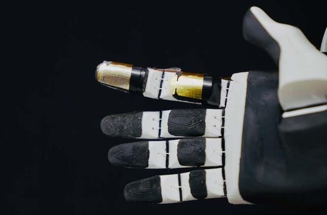 新型人造皮肤可用于机器人机械臂上