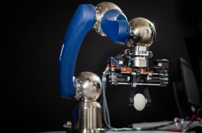 传感器让新型柔性减震机械手更安全