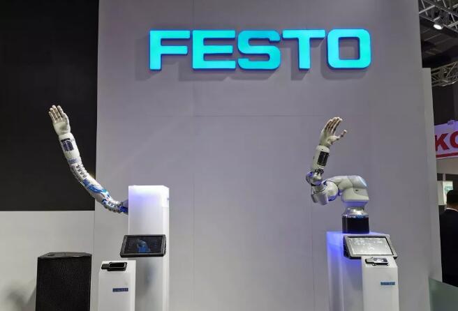 中国工博会上的工业互联网与工业机器人应用