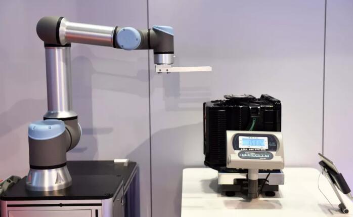 工业机器人发展趋势:精细化操作能力不断增强