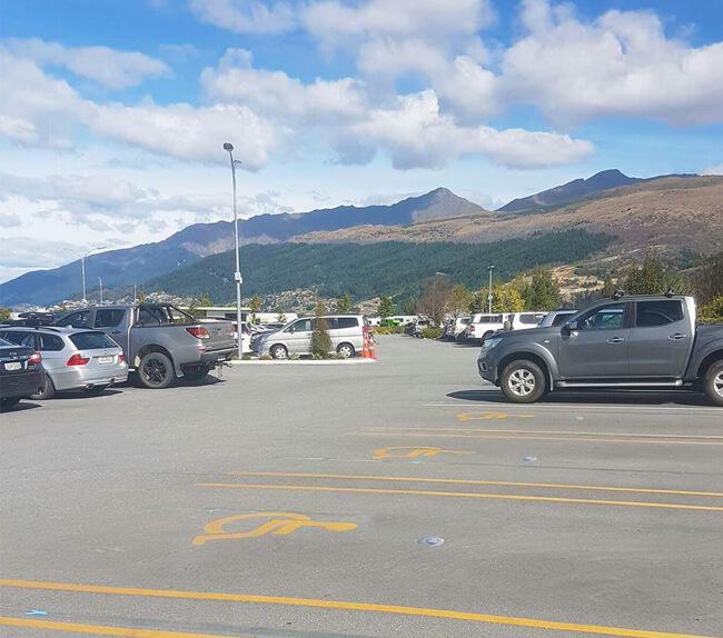 传感器技术在国外机场智慧停车案例中的应用