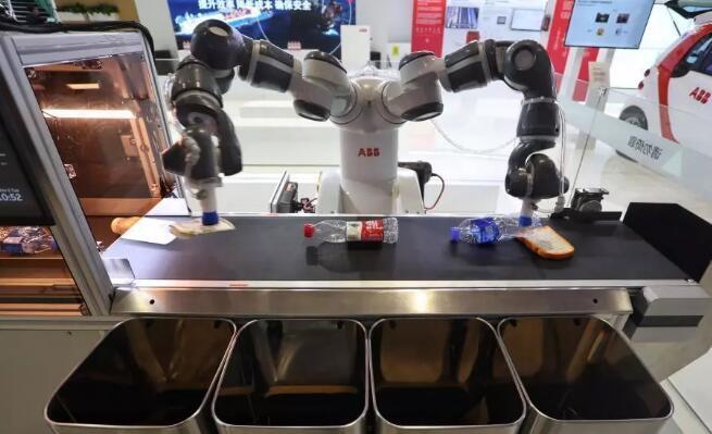 ABB这套智能垃圾分拣系统由计算机和传感器组成神经网络