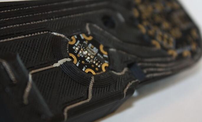 英国研究人员开发嵌入传感器的新型仿生手