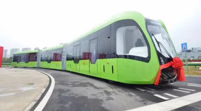 全球首条智轨在四川开通 车载传感器为列车保驾护航