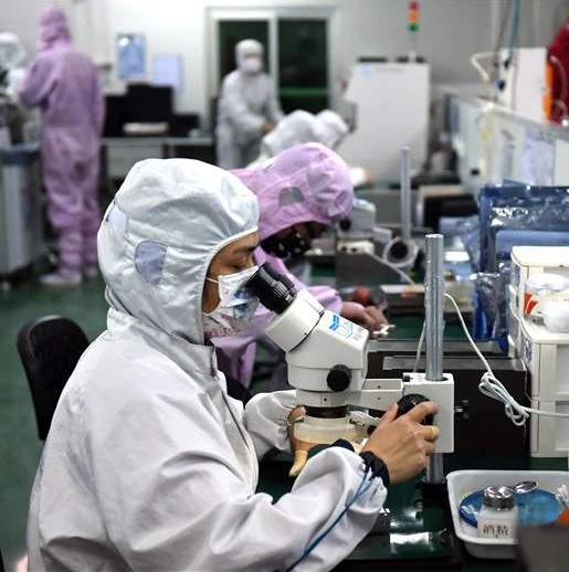"""重庆航伟光电在战""""疫""""期间产能增加了四倍"""