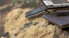 """不止光刻机,挡在国产芯片发展路上的""""三座大山""""是什么?"""